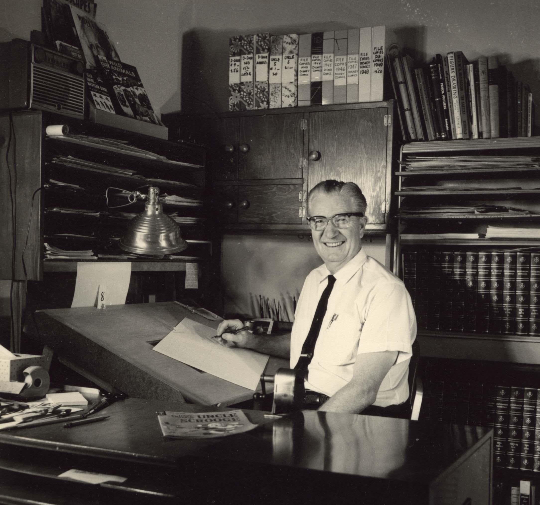 Carl Barks nel suo studio nel 1963